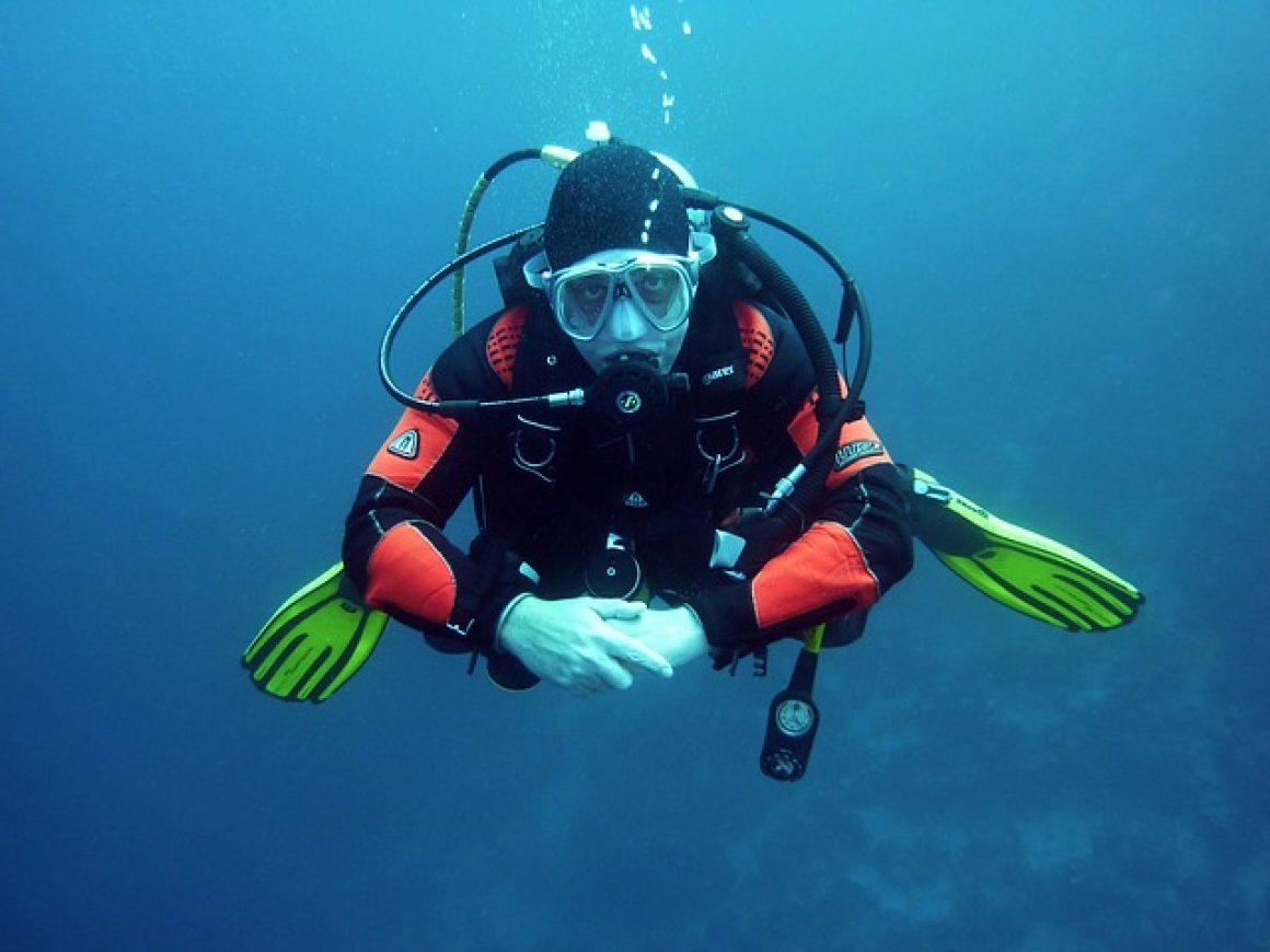 divers-668777_640